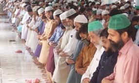 পাকিস্তানে জুমা বন্ধে ৩ ঘণ্টার 'লকডাউন'
