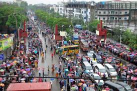 করোনার ঝুঁকিতে চট্টগ্রামের ১২৪ পোশাক কারখানা চালু