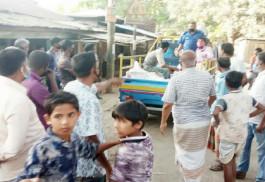 নবাবগঞ্জে ভ্রাম্যমাণ বাজার যাচ্ছে গৃহস্থের বাড়ি বাড়ি