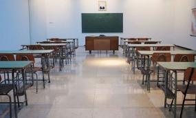 করোনা কমলে পর্যায়ক্রমে শিক্ষাপ্রতিষ্ঠান খোলার চিন্তা