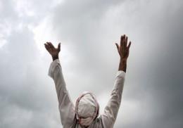 ইসলামে পুরুষের যেসব রঙের কাপড় পড়া নিষেধ