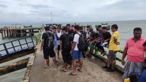 অসময়ে সেন্টমার্টিন যাত্রা: আটকা পড়েছেন শতাধিক পর্যটক