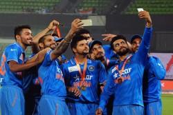 ভারতীয় জাতীয় ক্রিকেট দলে জায়গা হয়েনি কোহলির
