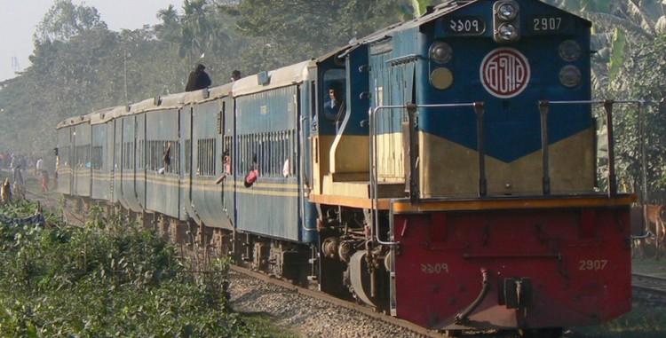 ইঞ্জিন বিকল: ঢাকা-চট্টগ্রাম রুটে ট্রেন চলাচল বন্ধ
