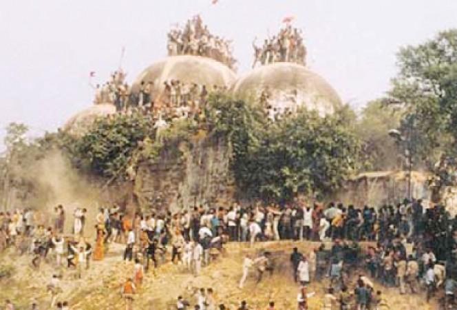 হিন্দু চরমপন্থীরা আজকের দিনে ধ্বংস করেছিল 'বাবরি মসজিদ'