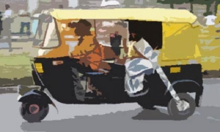 ঝিনাইদহে শহরে ইজিবাইকে ওড়না পেঁচিয়ে নারীর মৃত্যু