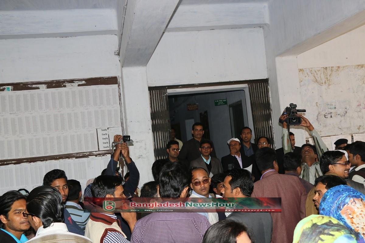 এবার আন্দোলনে রুয়েট শিক্ষকরা: শিক্ষার্থীদের বিরুদ্ধে অসদাচরণের অভিযোগ