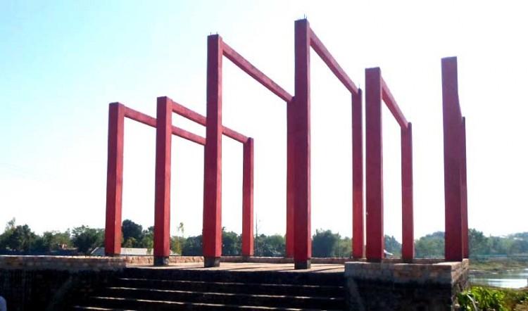 ৪৫ বছরেও পূর্ণাঙ্গ হয়নি, সৈয়দপুরের স্মৃতিসৌধ  ও স্মৃতিস্তম্ভের নির্মাণ
