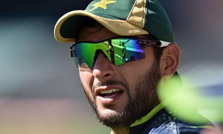 পাকিস্তান ক্রিকেটারদের সম্মানজনক বিদায় দেয় না : আফ্রিদি