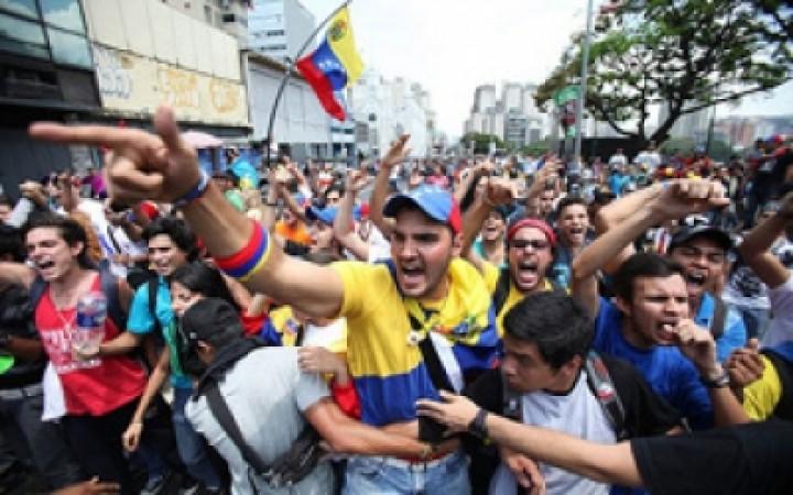ভেনিজুয়েলায় বিক্ষোভ : কিশোরসহ ২ বিক্ষোভকারী নিহত