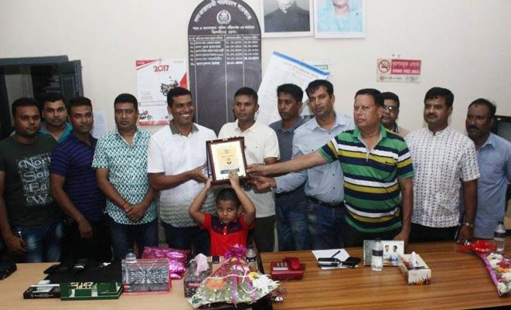 ঝিনাইদহে পুলিশ সার্জেন্ট মসিউর'র বিদায় সংবর্ধনা
