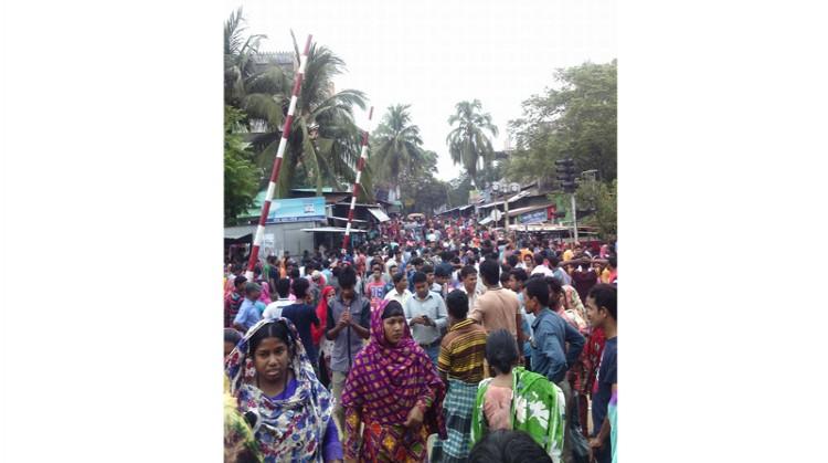 কালিয়াকৈরে পোশাক কারখানার তিন শতাধিক শ্রমিক অসুস্থ্য : কারখানা বন্ধ ঘোষণা