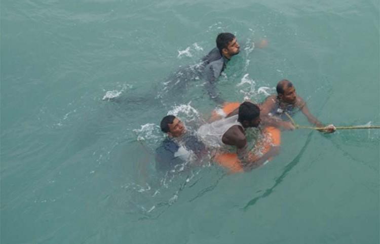 বঙ্গোপসাগর থেকে ৩৩ বাংলাদেশিকে উদ্ধার করেছে ভারতীয় নৌবাহিনী