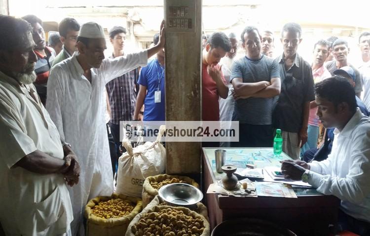 ফেনীতে হলুদের সাথে চালের মিশ্রণ : তিন ব্যবসায়ীর অর্থদন্ড