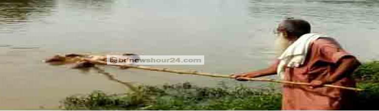 আত্রাই নদীতে অজ্ঞাত মৃতদেহ : উদ্ধার না করেভাসিয়ে দিলো পুলিশ