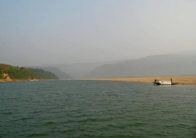 সুনামগঞ্জে হাওরে ডুবে নৌ- শ্রমিক নিখোঁজ