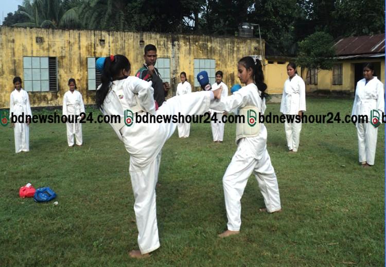 ইভটিজিং প্রতিরোধে কালীগঞ্জে স্কুল ছাত্রীদের মার্শাল আর্টপ্রশিক্ষণ