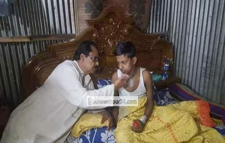 অসুস্থ মিতু'র শয্যাপাশে সাংসদ মাহমুদ-উস-সামাদ চৌধুরী