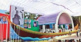 নৌকার মঞ্চে প্রধানমন্ত্রী, 'জয় বাংলা' স্লোগানে মুখরিত সোহরাওয়ার্দী উদ্যান