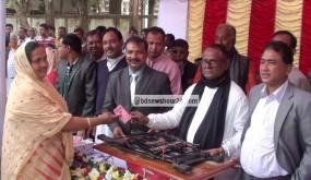 ঝিনাইদহে ২৭০ জন মহিলা কাউন্সিলরকে সেলাই মেশিন প্রদান