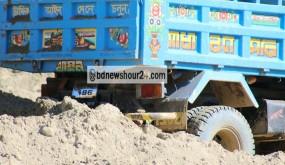 বান্দরবানে অবৈধভাবে চলছে সাঙ্গুর বালু উত্তোলন : প্রশাসন নীরব