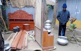 ঈশ্বরদীতে মাদক ব্যবসায়ীর বাড়ির মালামাল ক্রোক
