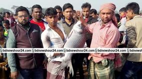 কালীগঞ্জে মাছের মেলায় জামাই শ্বশুরের প্রতিযোগিতা