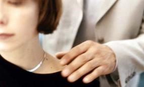 অনুমতি ছাড়া নারীকে স্পর্শ করা যাবে না : দিল্লি আদালত