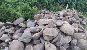 সুনামগঞ্জের চাঁরাগাঁও সীমান্তে রাজস্ব ফাঁকি দিয়ে ১৪ লাখ টাকার পাথর পাচার