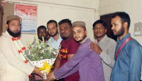 ফেঞ্চুগঞ্জে ইউপি চেয়ারম্যান মো: বদরুদ্দোজা-কে ফুল দিয়ে শুভেচ্ছা
