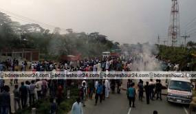 শিক্ষক বাসে হামলা, জাককানইবি'র শিক্ষার্থীদের ময়মনসিংহ মহাসড়ক অবরোধ