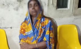 ইন্দুরকানীতে নারীকে পিটিয়ে আহত করছে ইউপি চেয়ারম্যান