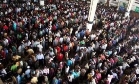 চতুর্থ দিনেও কমলাপুরে টিকিট প্রত্যাশীদের ভীড়