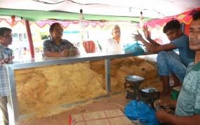 ঈদের আগে ঠাকুরগাঁওয়ে বেড়েছে সেমাইয়ের বেচাকেনা