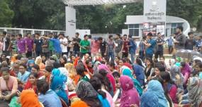 'নিরাপদ বাংলাদেশ' চেয়ে রুয়েট শিক্ষার্থীদের সড়ক অবরোধ