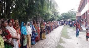 যৌন হয়রানি : ইন্দুরকানীতে আশ্রয়ন প্রকল্পের সা. সম্পাদকের বিচার দাবিতে মানববন্ধন