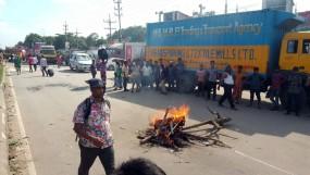 ঢাকা-ময়মনসিংহ মহাসড়ক অবরোধ : ভোগান্তিতেবাড়ি ফেরা মানুষ