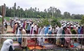 ফুলবাড়ীতে বৃষ্টির জন্য হাজারো মুসল্লির নামাজ আদায়