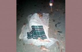 বৃদ্ধা মাকে 'বাঁশবাগানে ফেলে গেল' ছেলে-পূত্রবধূ