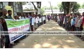 আত্রাইয়ে ইউপি চেয়ারম্যানের বিরুদ্ধে চাল আত্মসাতের অভিযোগে মানববন্ধন