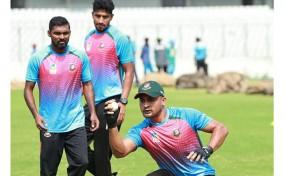 টেস্ট দলে চার চমক, অধিনায়ক মাহমুদউল্লাহ