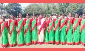 নবাবগঞ্জে আদিবাসী নারীদের আয়োজনে ফুটবল টুর্নামেন্টের উদ্বোধন