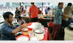 ঠাকুরগাঁওয়ে গ্রামীণ বাংলায় জমে উঠেছে ভাপা পিঠার ব্যবসা
