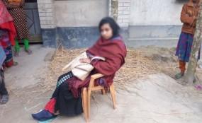 'স্ত্রী' স্বীকৃতির দাবীতে কালীগঞ্জে স্বামীর বাড়িতে অনশন