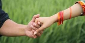 প্রেমের টানে ভারতে গিয়ে গ্রেফতার বাংলাদেশি যুবতী