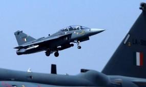 দু'টি ভারতীয় বিমান গুলি করে ভূপাতিত করেছে পাকিস্তান, পাইলট আটক (ভিডিও)