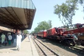 শ্রীপুরে ইঞ্জিন বিকলে ভোগান্তিতে হাজারো ট্রেনযাত্রী