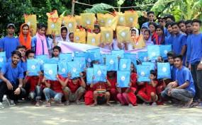 স্বরূপকাঠীতে শিক্ষার্থীদের মাঝে সুপ্রভাতের শিক্ষাসামগ্রী বিতরণ