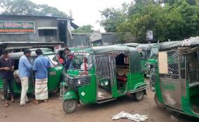 বাড়ইপাড়া-গোসাত্রা সড়ক: সিএনজি ভাড়া বৃদ্ধিতে জনগণের ক্ষোভ