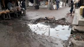 সংস্কার নেই, রাণীনগর 'কালিবাড়ি হাটের' ড্রেন-রাস্তার বেহাল দশা